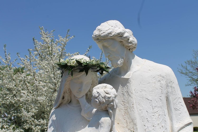 statue of Mary, Joeseph, and Baby Jesus